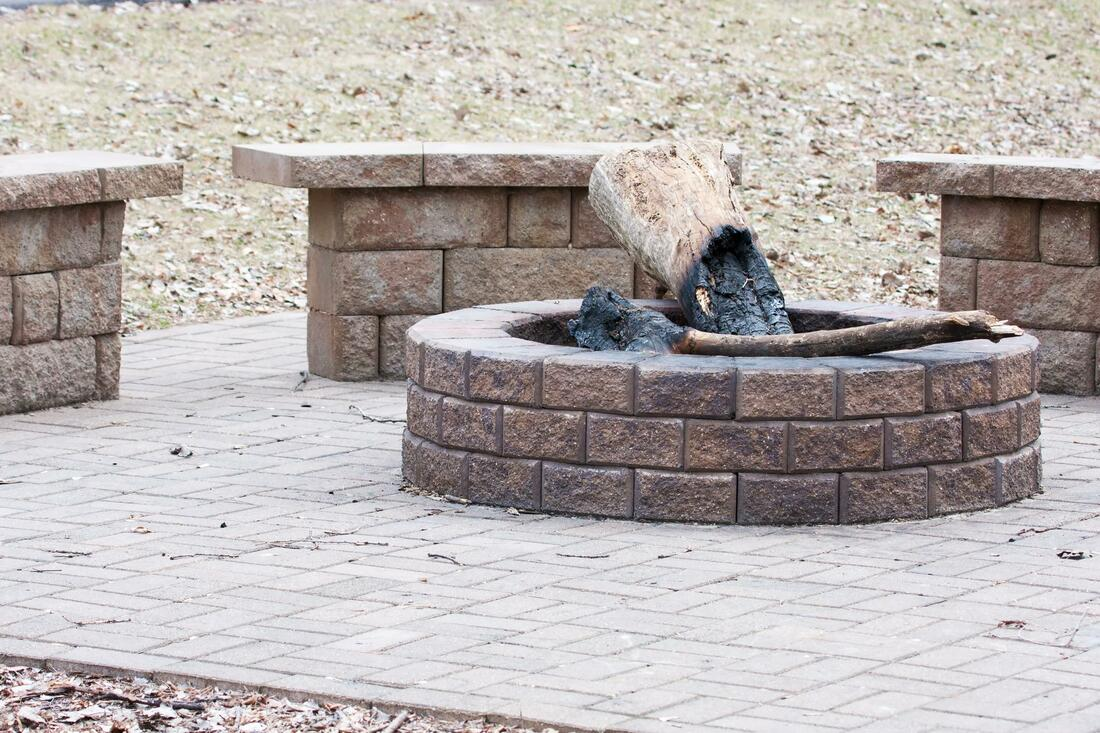 ​OUTDOOR KITCHENS AND FIRE PITS